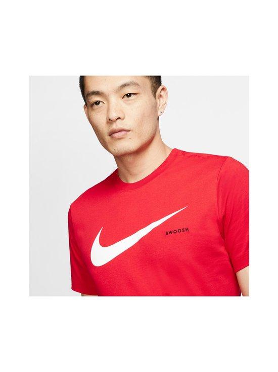 Nike - Swoosh Tee -paita - 657 UNIVERSITY RED/WHITE | Stockmann - photo 5