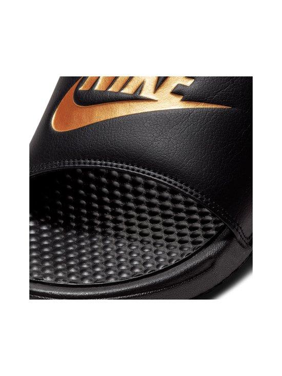 Nike - Mens Nike Benassi Just Do It. Sandal Nike - BLACK/METALLIC GOLD | Stockmann - photo 4