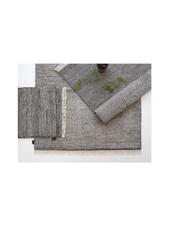 Sera Helsinki - Tuohi-villamatto 100 x 200 cm - BLACK/NATURAL WHITE (MUSTA/LUONNONVALKOINEN) | Stockmann - photo 2