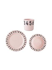 Design Letters - The Numbers -lautaset ja muki - PINK (VAALEANPUNAINEN) | Stockmann