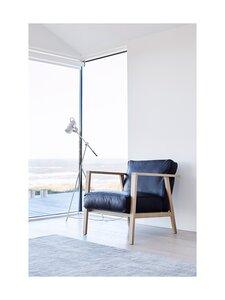 Andersen - LC1 Loungechair -nojatuoli tammenvärisillä käsinojilla - WOOD OAK, TREATMENT WHITE PIGMENTED MATT LACQUER, LEATHER SEVILLA - BLACK 4001 | Stockmann