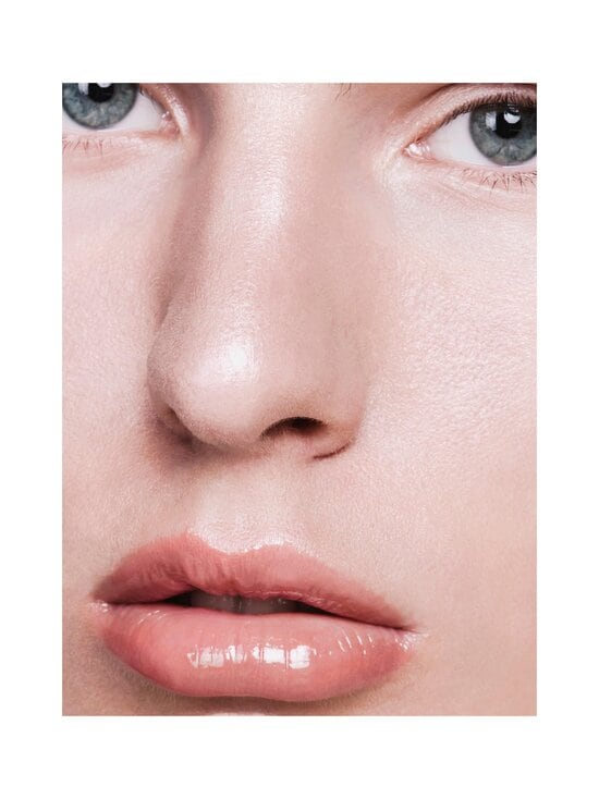 Madara - Glossy Venom Hydrating Lip Gloss -huulikiilto 4 ml - 73 MAGNETIC NUDE | Stockmann - photo 2