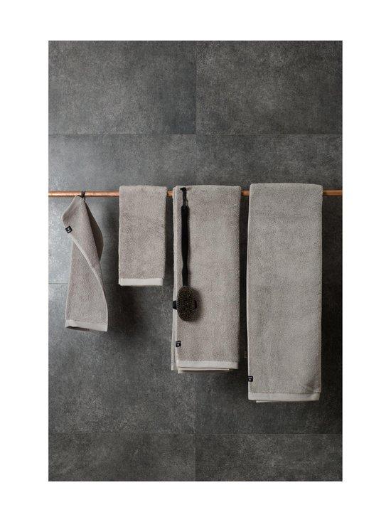 Himla - Maxime-pyyhe 70 x 140 cm - LEAD   Stockmann - photo 2