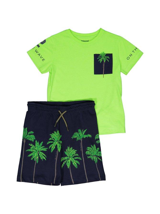 T-paita ja shortsit