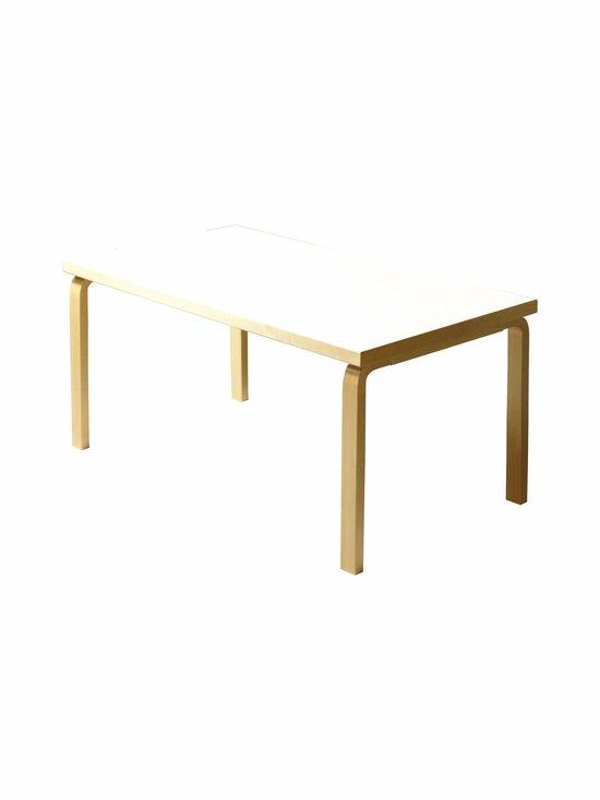82B-pöytä
