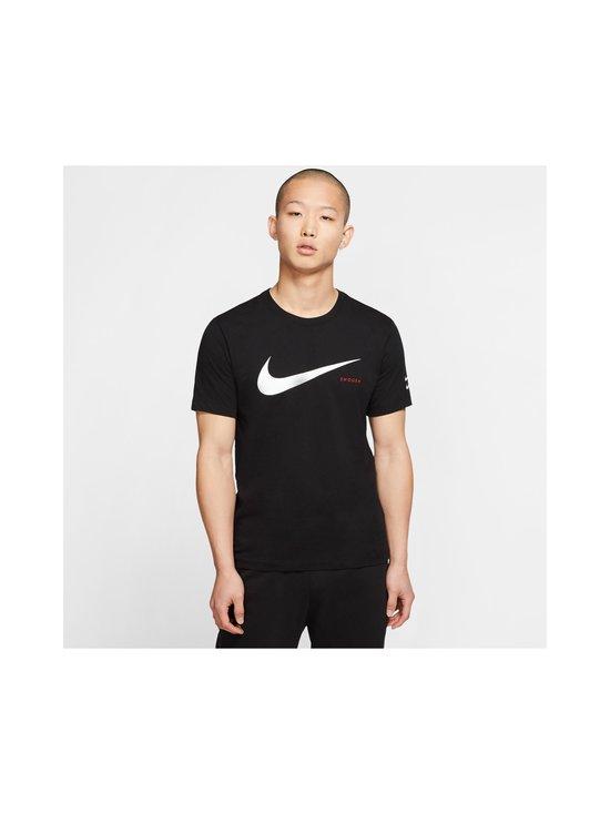 Nike - Swoosh Tee -paita - 010 BLACK/WHITE | Stockmann - photo 3