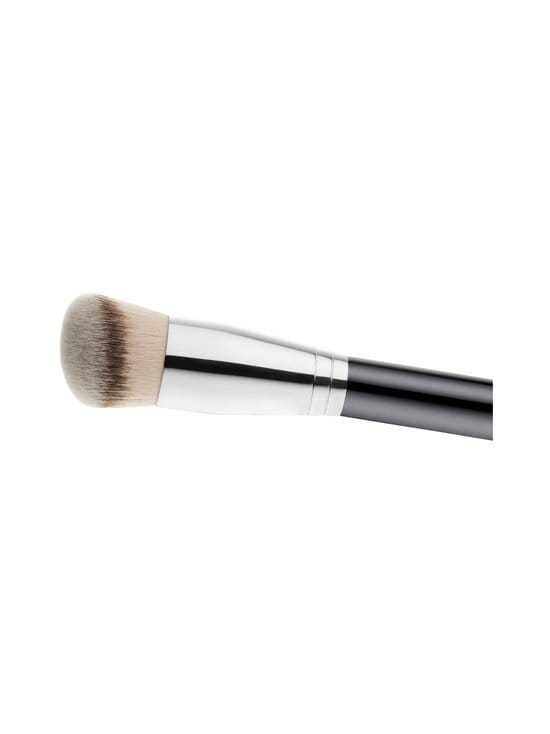 MAC - Synthetic Rounded Slant Foundation Brush 170 -meikkivoidesivellin | Stockmann - photo 2