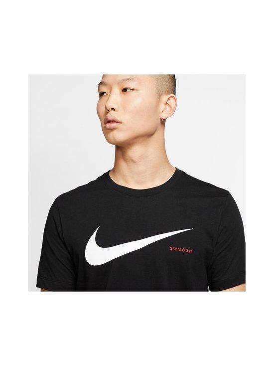 Nike - Swoosh Tee -paita - 010 BLACK/WHITE | Stockmann - photo 5